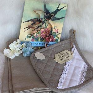 🆕Anthropologie Bird Baking Set